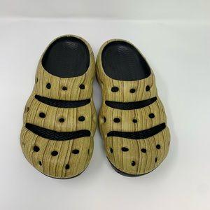NWOT Keen Yugoi Arts Slipper Woodgrain Pattern